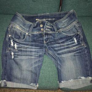 Bermuda shorts. Size 11.